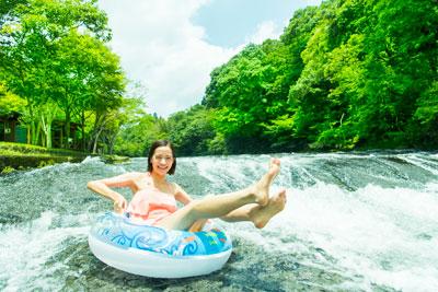 浅瀬をバシャーンと滑れば、気分爽快!