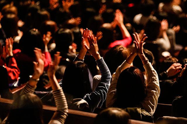 二人のパフォーマンスに観客も手拍子で答えるなど、イベントが進むにつれ会場のテンションも上がる