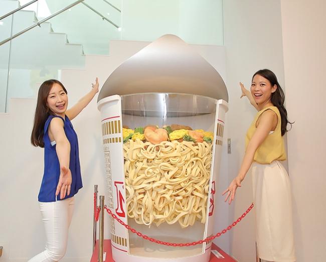 第2特集「カップヌードル大解剖!」では、大阪・池田にある「カップヌードルミュージアム」も徹底ガイド。