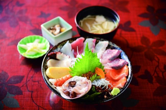 ネタてんこもりの淡路島の海鮮丼