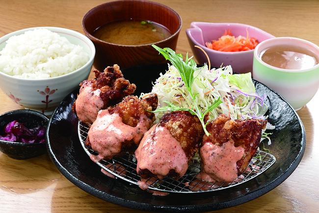 「お台所ふらり」(名古屋市)の唐揚マウンテン定食明太子ソース(富士山)(¥1,180)が半額に