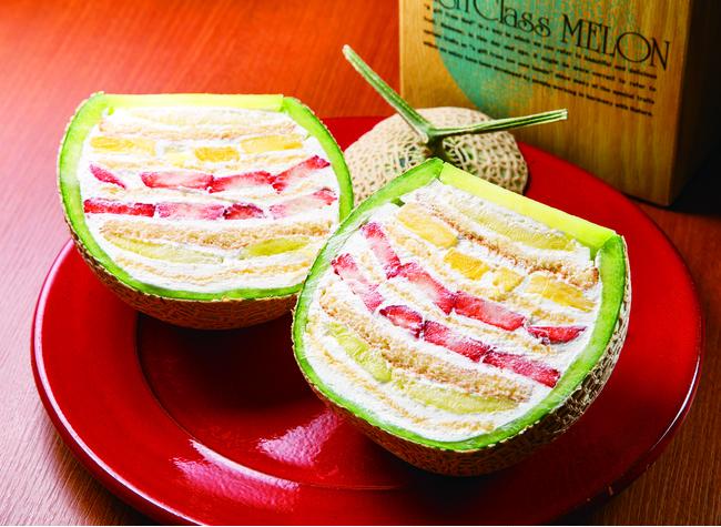 「BON CAFE」のメロンボックスケーキ(¥7,000前後・時価)は、3月末までチョコバージョンも展開