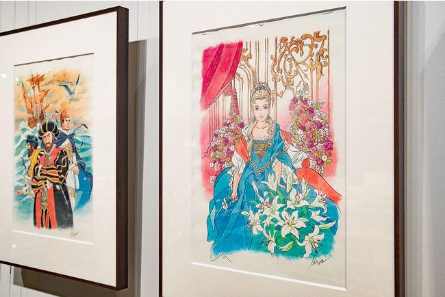 右=第8巻カバーイラスト「マリア゠テレジア」。左=第7巻カバーイラスト「ヴァスコ゠ダ゠ガマ、マゼラン、鄭和」