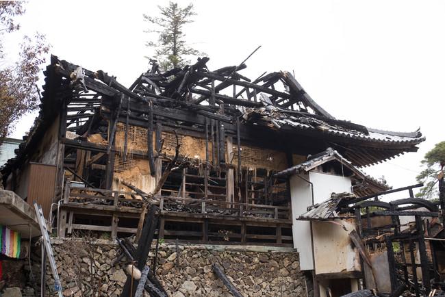 焼け落ちた本堂