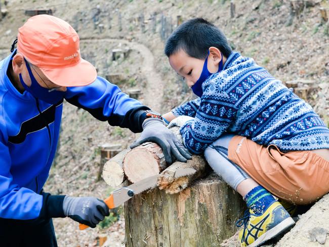本ツアーは全身を使って木や森と触れあいます