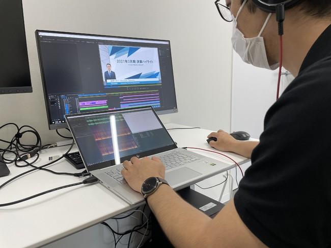 事業報告動画を編集する当社従業員