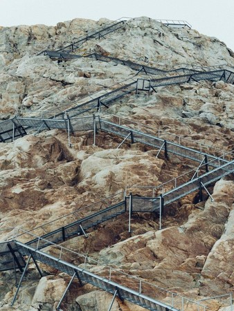 コンコルディアヒュッテに続く階段。昔は必要がなかったが現在は200mの長さに及ぶ