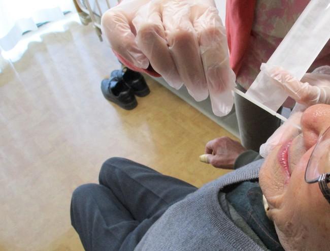 抗原検査キット使用の様子