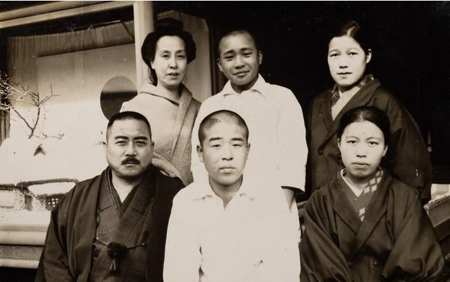 後列左端:初代・近藤スエノ