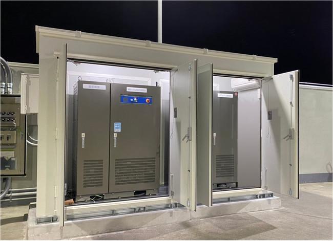 納入されたリチウムイオン蓄電システムYRW