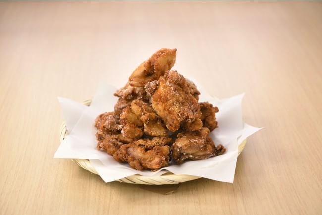 唐揚げは醤油・特製旨塩ダレ・ピリ辛の3種類を提供。(2個220円税込~)