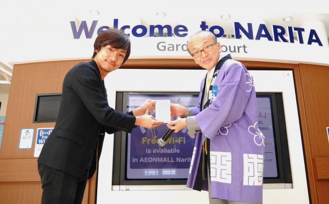 ※ログバーCEO吉田 (左)と成田市長(右)