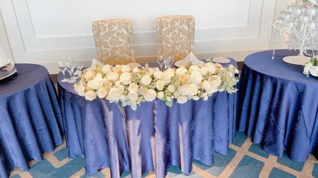 披露宴会場のテーブルセッティング