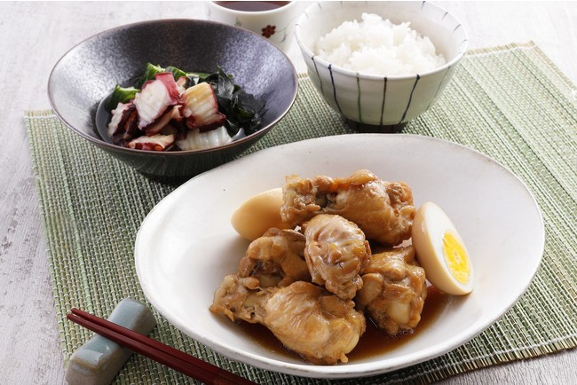 鶏手羽と卵の煮物/たこと胡瓜の酢の物