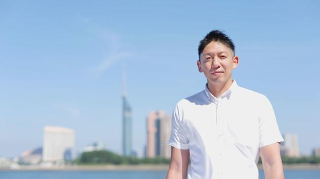プロジェクトリーダー・原 孝徳。これまでに複数の他県に住んでいたがその際に改めて福岡にしかない様々な魅力を感じた。その想いからMADE IN FUKUOKAにこだわった製品作りを通して、少しでも故郷・福岡の魅力を発信していきたいという目標を持つ。