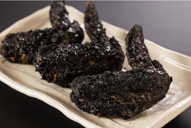 筑豊をイメージして竹炭を使用した『黒手羽先』はインパクト大!