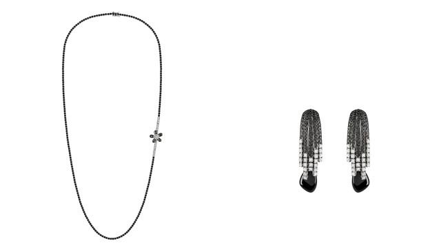 左から Si ホワイトゴールド、オニキス、ダイヤモンドのネックレス ¥4,300,000(税抜き価格) Si ホワイトゴールド、オニキス、ダイヤモンドのイヤリング ¥1,800,000(税抜き価格)