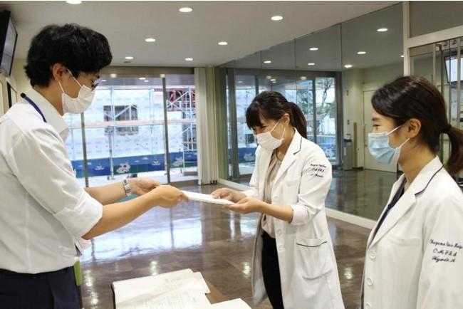 研修を修了した歯科医師には「受講修了証」が授与されました