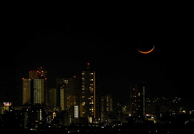 橋本の夜景と細い月