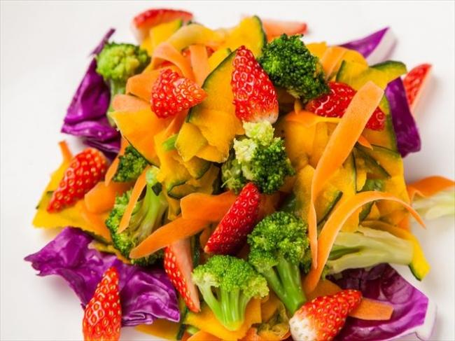 いちごと緑黄色野菜のサラダ