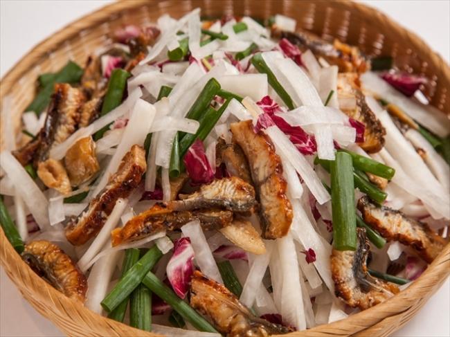 鰻と大根のしゃきしゃきサラダ