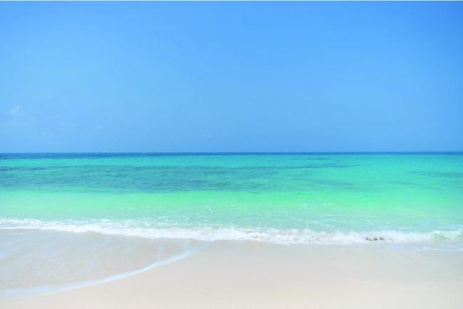 近隣には美しいビーチが点在する