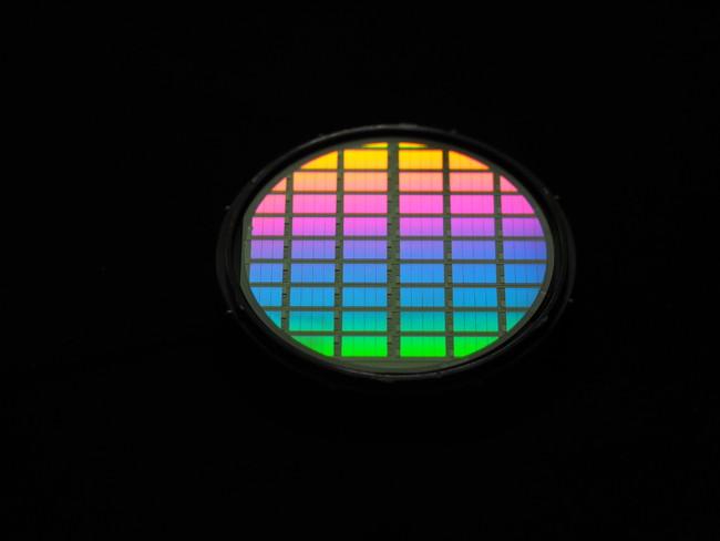 光学単結晶を加工したウエハ