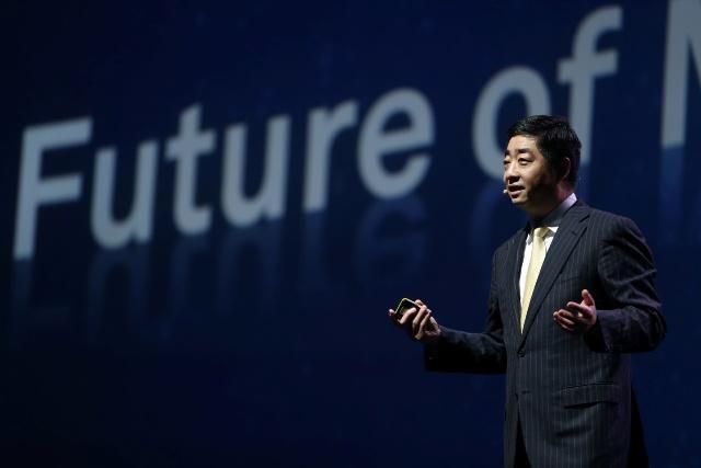 「グローバル・モバイル・ブロードバンド・フォーラム2016」で基調講演を行う ファーウェイ 取締役副会長兼輪番CEOの胡厚崑