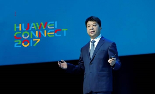 『HUAWEI CONNECT 2017』で基調講演を行う ファーウェイ 輪番CEO兼取締役副会長である郭平(グォ・ピン)