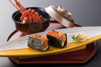 雲丹と鮭卵の勝手寿司 伊勢海老の袱紗味噌仕立て