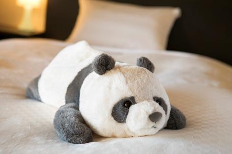 「お土産用パンダ」ベッドでお出迎え