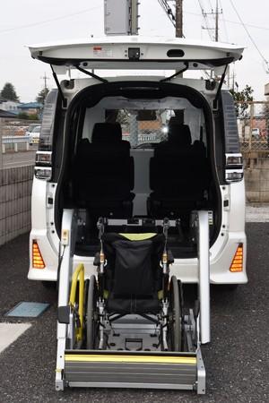 車椅子昇降装置