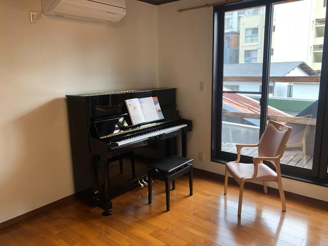 神戸北野教室。アップライトピアノの他、電子ドラム等の楽器を設置予定
