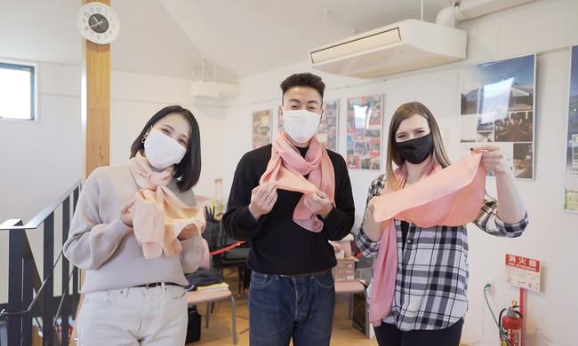 肌触りの良い鶴岡産シルクのストールを庄内町発祥の草木染めで染め上げるマイストール作り体験ができます