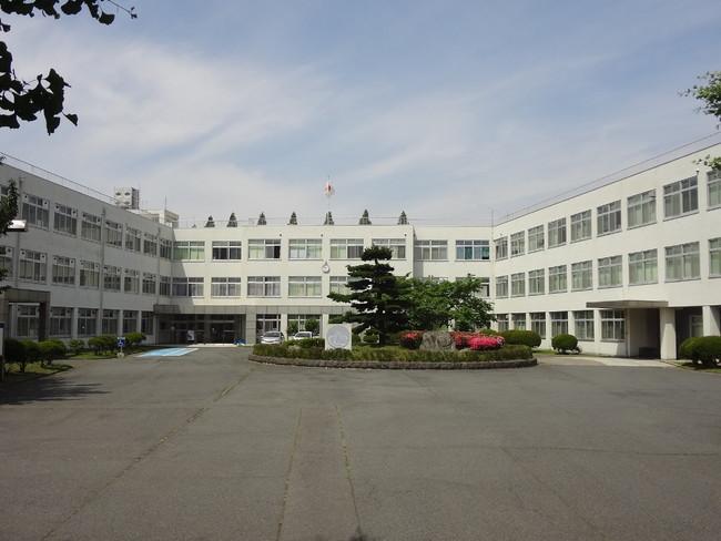 群馬高専校舎正面