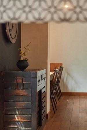 江戸時代から使用されている歴史を感じさせる家具