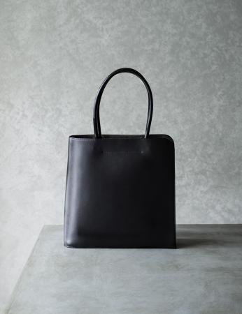 Black-nume ブックトート 85,800円(税込)