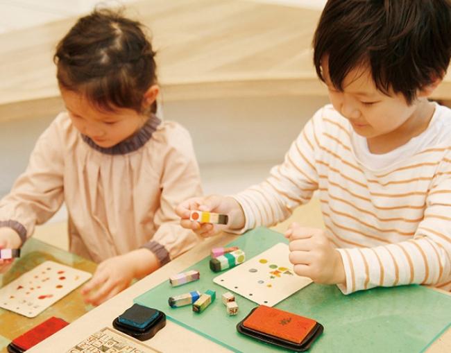 土屋鞄製造所 親子で手づくりワークショップ「革表紙のカレンダーづくり」 土屋鞄製造所のプレスリリース