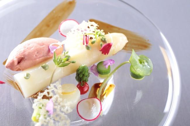 フランス産極太ホワイトアスパラと栃木 岡トマトのムース