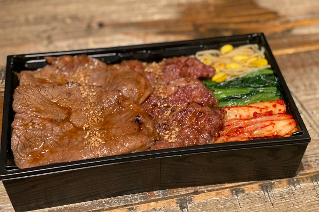 和牛ミスジ&カルビ弁当 ¥2,300 人気のミスジが60gとカルビが45g入った大満足のお弁当