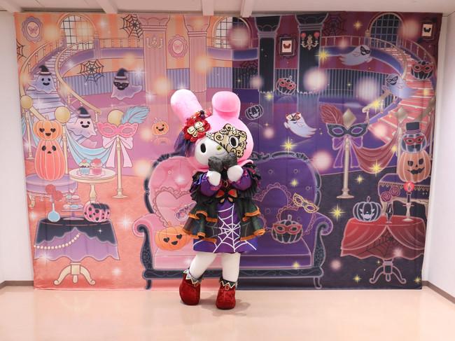 仮面舞踏会がテーマのコスチュームを着た キャラクターとのグリーティング(有料)