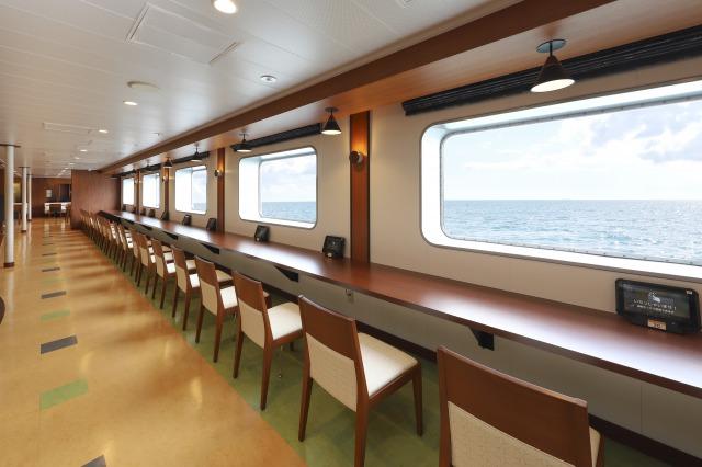 海を見ながらお食事できるレストラン