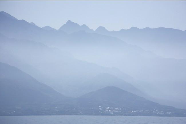 洋上よる眺める屋久島