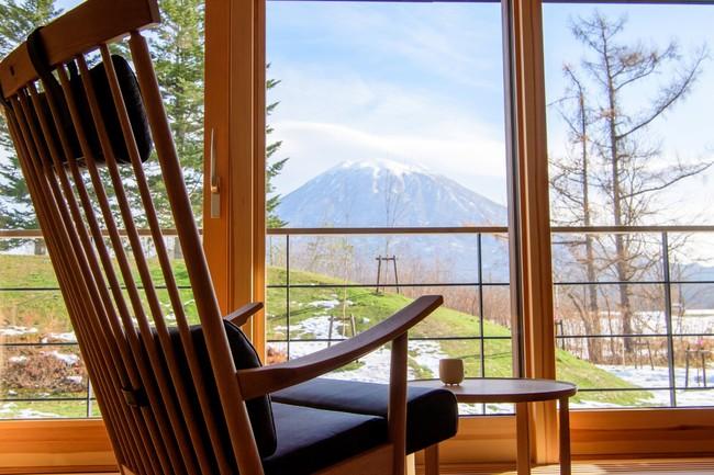 客室からの羊蹄山の眺望は向き合うような趣き