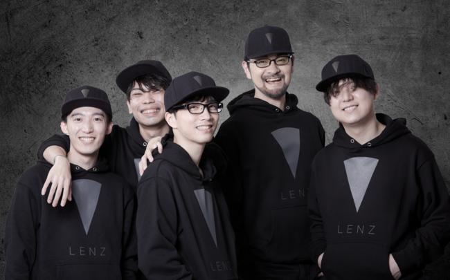 LENZチーム(右から2番目:代表取締役 青木孝裕)