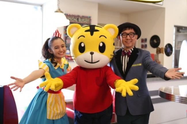 左から アヤカ・ウィルソン、しまじろう、☆Taku Takahashi