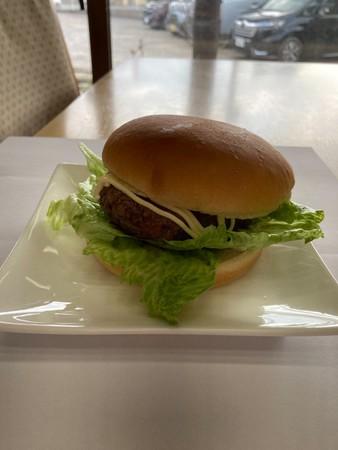 ブワニカ啓太選手が好きなハンバーガー。今回は喜作とコラボし、ブワちゃんバーガーとして販売。当日はポテト付きで販売します。
