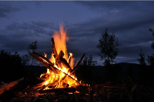 焚火はイメージ図です