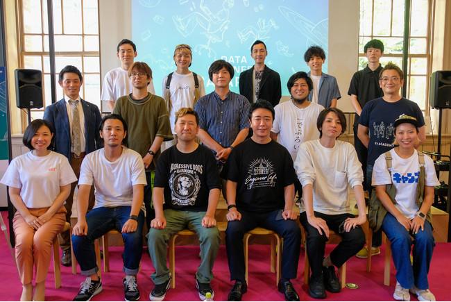 7月14日に福岡市が開催した記者発表会に参加するeatas代表取締役の手嶋(下段左から1番目)