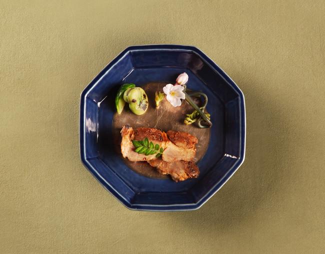 毎週5分で完売する希少な日本酒「鷹ノ目」。 「春の特別ラベル」初のお披露目を記念し、徳川慶喜公の愛した食材を使用したお料理とペアリングで特別提供。